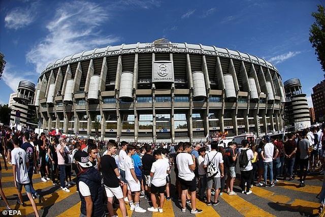 Eden Hazard rạng rỡ ra mắt 50.000 cổ động viên Real Madrid - 6
