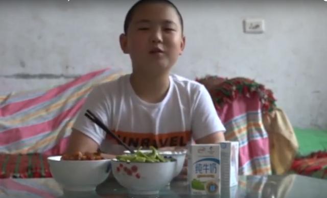Cậu bé 11 tuổi tình nguyện ăn 5 bữa/ngày để tăng 15kg đủ sức hiến tuỷ cứu cha - 3
