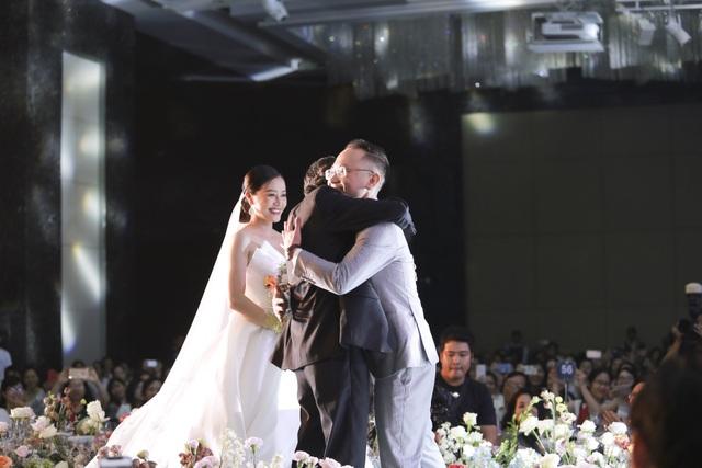 Dàn BTV VTV cùng Tuấn Hưng, Lê Hiếu, Khắc Việt chúc mừng đám cưới Phí Linh - 5