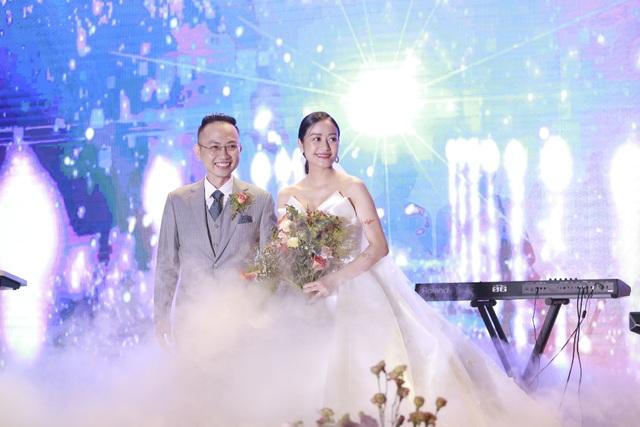 Dàn BTV VTV cùng Tuấn Hưng, Lê Hiếu, Khắc Việt chúc mừng đám cưới Phí Linh - 1
