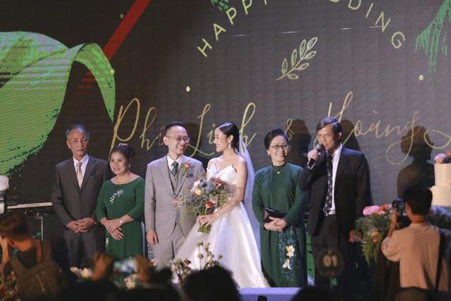Dàn BTV VTV cùng Tuấn Hưng, Lê Hiếu, Khắc Việt chúc mừng đám cưới Phí Linh - 7