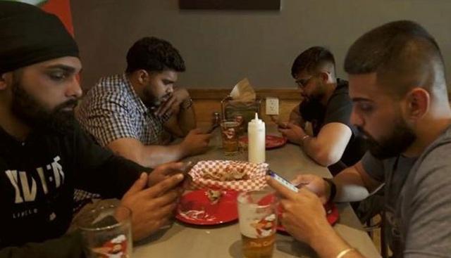 Không sử dụng điện thoại sẽ được... ăn nhà hàng miễn phí - 2