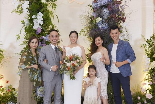 Dàn BTV VTV cùng Tuấn Hưng, Lê Hiếu, Khắc Việt chúc mừng đám cưới Phí Linh - 13