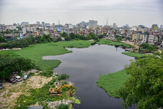 Hồ giữa trung tâm Hà Nội ngập rác thải - 1