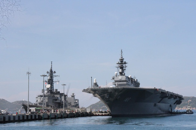 Two main Japanese warships visited Cam Ranh - 1