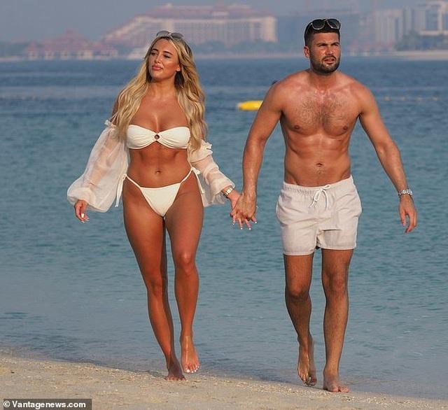 Amber Turner tình tứ bên bạn trai trên bãi biển Dubai - 11