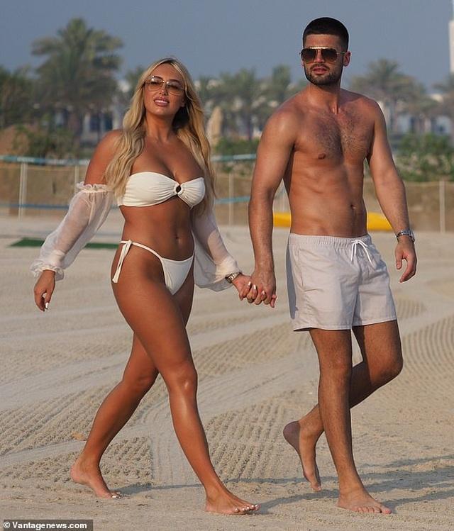 Amber Turner tình tứ bên bạn trai trên bãi biển Dubai - 5