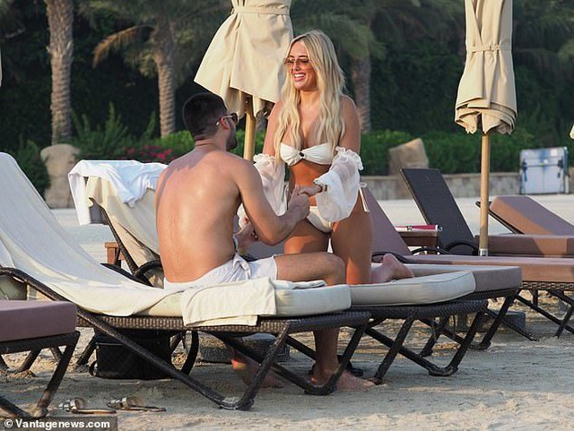 Amber Turner tình tứ bên bạn trai trên bãi biển Dubai - 7