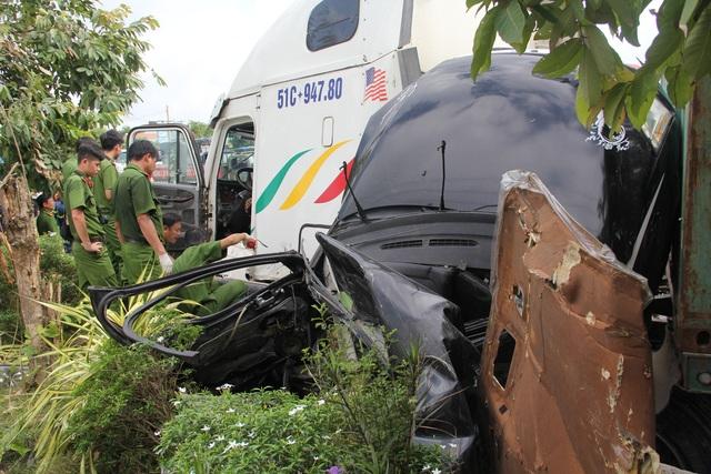 Vụ tai nạn thảm khốc 5 người chết: Do xe container lấn trái - 1