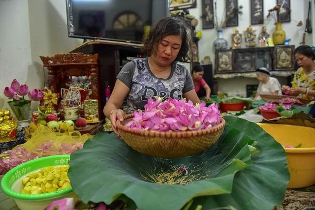 Đệ nhất trà Hà Nội: Làm từ 1000 bông sen, bán giá đắt như vàng - 6