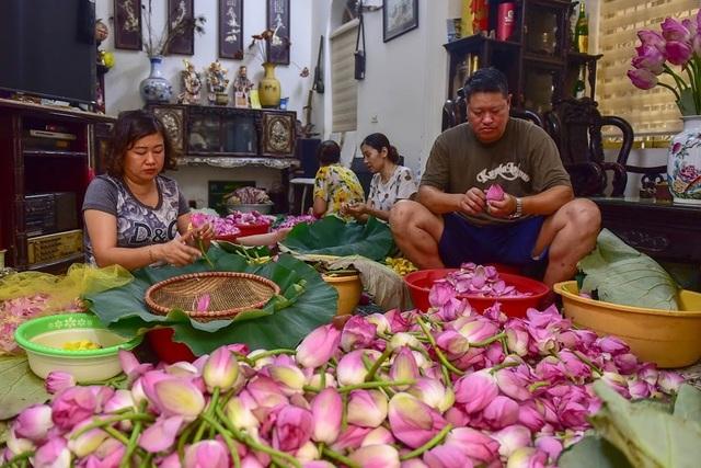 Đệ nhất trà Hà Nội: Làm từ 1000 bông sen, bán giá đắt như vàng - 1