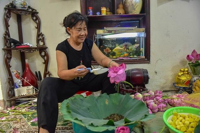 Đệ nhất trà Hà Nội: Làm từ 1000 bông sen, bán giá đắt như vàng - 7
