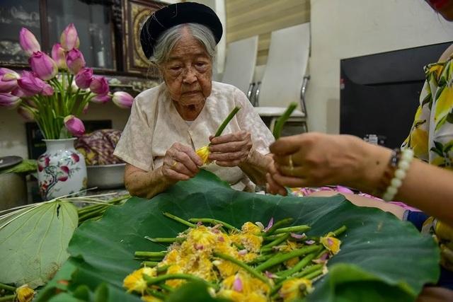 Đệ nhất trà Hà Nội: Làm từ 1000 bông sen, bán giá đắt như vàng - 5