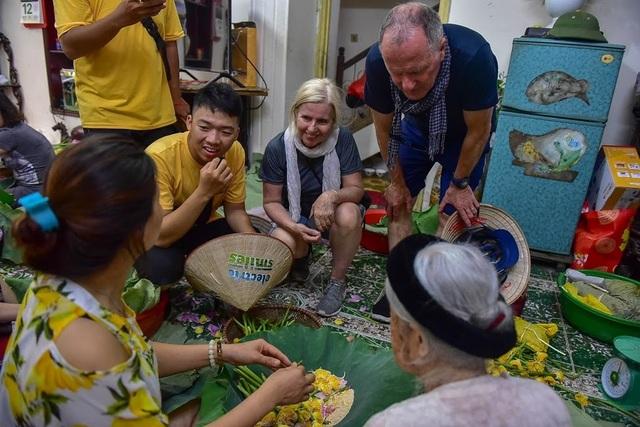 Đệ nhất trà Hà Nội: Làm từ 1000 bông sen, bán giá đắt như vàng - 16