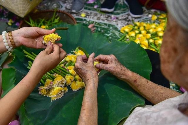 Đệ nhất trà Hà Nội: Làm từ 1000 bông sen, bán giá đắt như vàng - 4