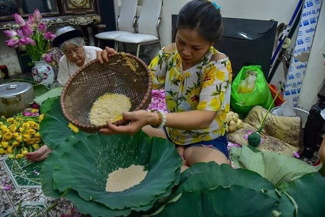 Đệ nhất trà Hà Nội: Làm từ 1000 bông sen, bán giá đắt như vàng - 9