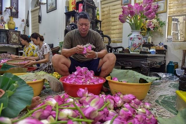 Đệ nhất trà Hà Nội: Làm từ 1000 bông sen, bán giá đắt như vàng - 3