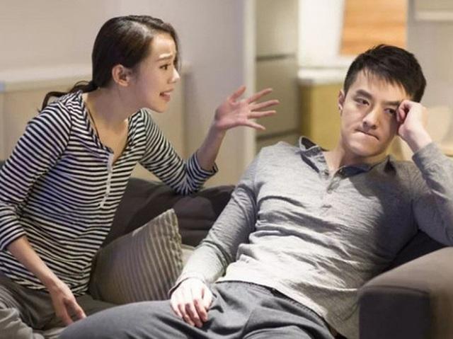 Vợ bị chồng đạp vì nằm hớ hênh khi ngủ trưa - 1