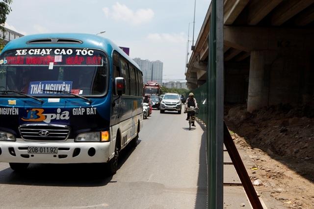 Hà Nội: Xén dải phân cách ở điểm đen ùn tắc nút giao Pháp Vân - 1