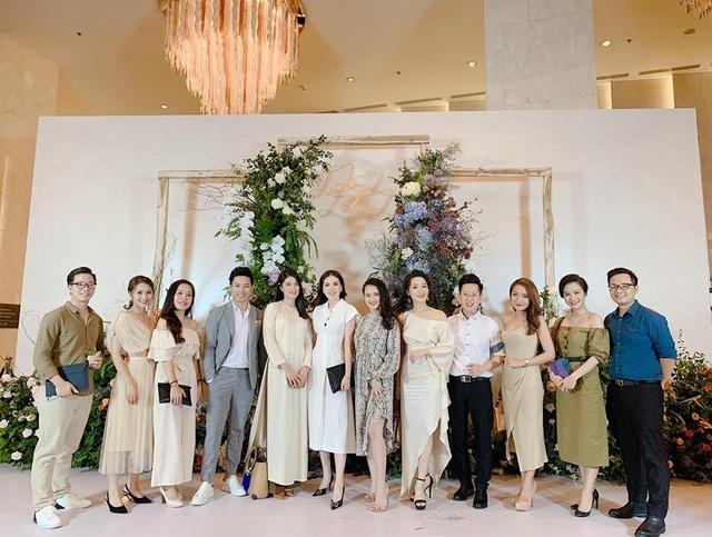 """Ca sĩ Phương Linh, Uyên Linh, MC Mù Tạt VTV thi nhau """"than"""" """"mót cưới"""" - 13"""