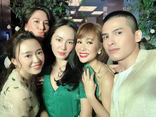"""Ca sĩ Phương Linh, Uyên Linh, MC Mù Tạt VTV thi nhau """"than"""" """"mót cưới"""" - 1"""