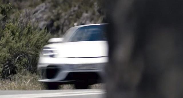 Porsche hé lộ hình ảnh mẫu xe thể thao mui trần mới - 1