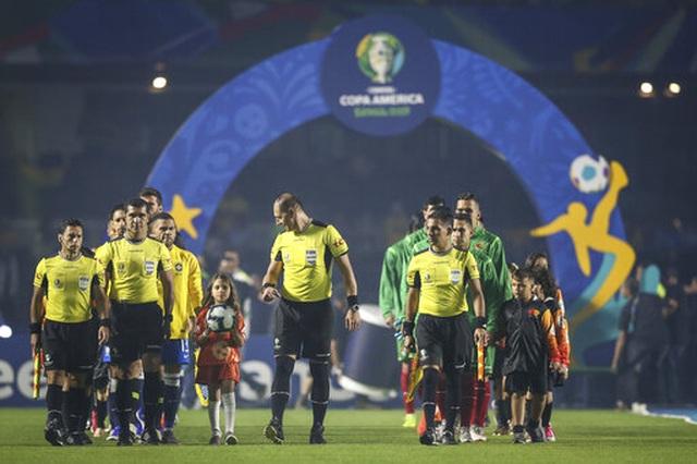 Brazil 3-0 Bolivia: Coutinho lập cú đúp, siêu phẩm của Everton - 9