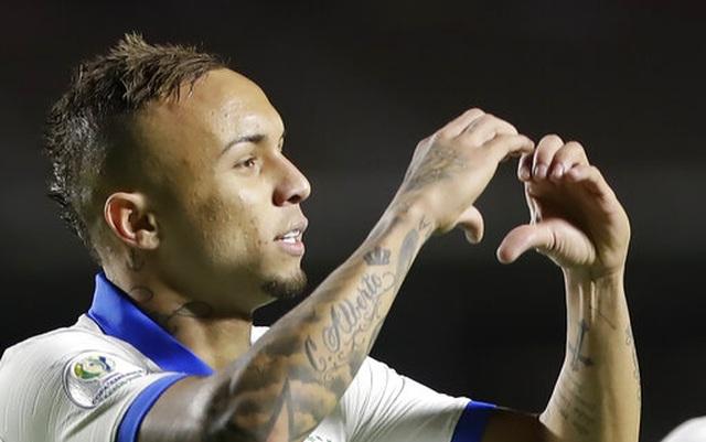Brazil 3-0 Bolivia: Coutinho lập cú đúp, siêu phẩm của Everton - 1