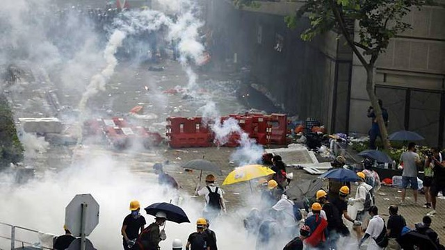Dưới sức ép biểu tình, Hong Kong tuyên bố dừng vô thời hạn dự luật dẫn độ - Ảnh minh hoạ 2