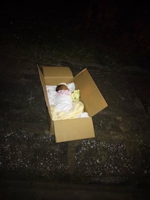 Bé gái vài ngày tuổi bị bỏ rơi cùng lá thư gửi người tâm đức - 1