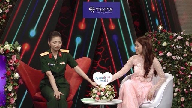 Hot girl quân y xinh đẹp ngượng ngùng khi trai lạ nắm tay trên truyền hình - 5