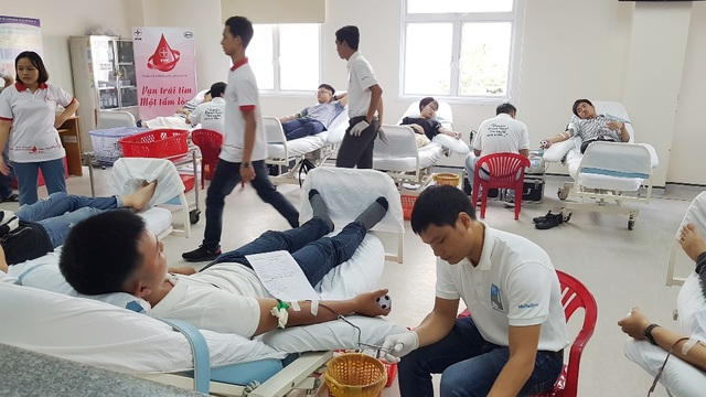 Huy động hàng trăm đơn vị máu và tiểu cầu trong thanh niên - 1