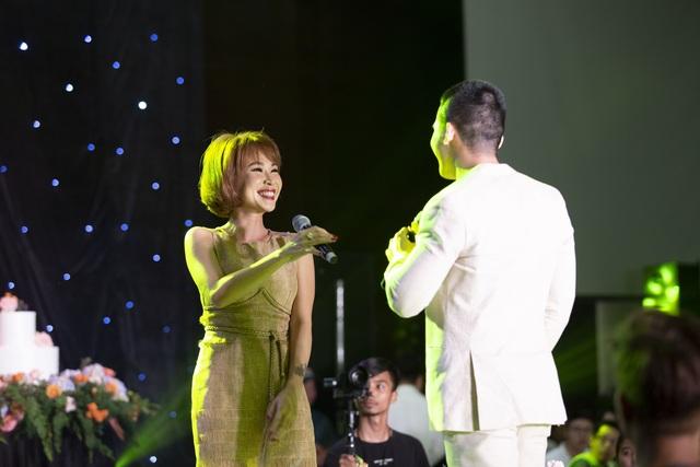 """Ca sĩ Phương Linh, Uyên Linh, MC Mù Tạt VTV thi nhau """"than"""" """"mót cưới"""" - 7"""