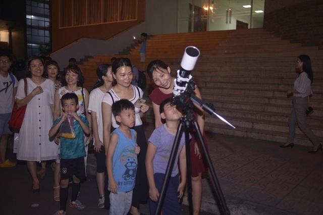 Giới trẻ Hà Nội khám phá bầu trời với kính thiên văn tự chế lớn nhất miền Bắc - 3