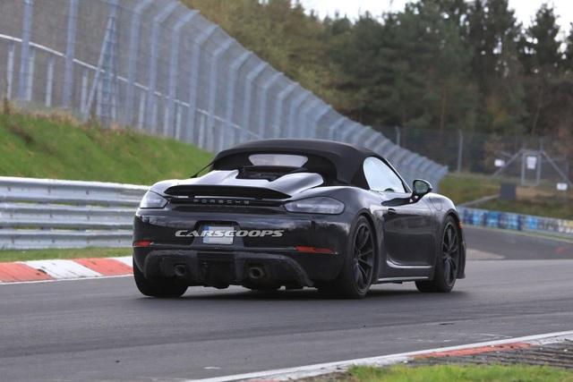 Porsche hé lộ hình ảnh mẫu xe thể thao mui trần mới - 8