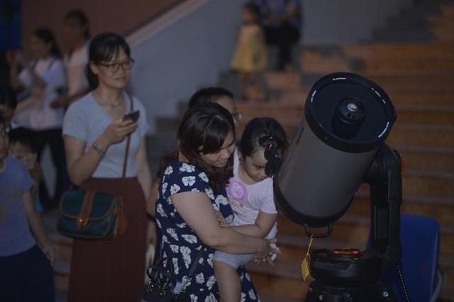 Giới trẻ Hà Nội khám phá bầu trời với kính thiên văn tự chế lớn nhất miền Bắc - 4