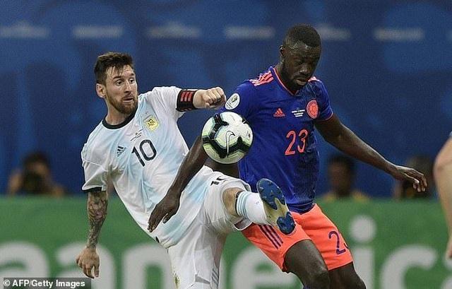 Argentina 0-2 Colombia: Nỗi thất vọng của Messi - 4