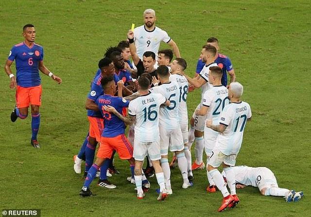 Argentina 0-2 Colombia: Nỗi thất vọng của Messi - 5