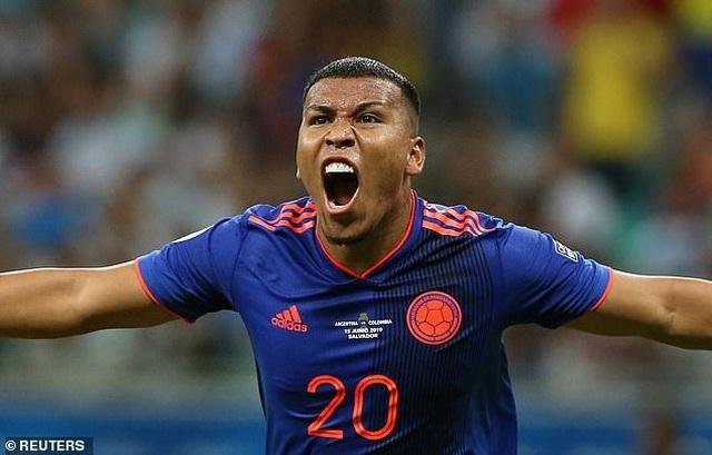 Argentina 0-2 Colombia: Nỗi thất vọng của Messi - 8