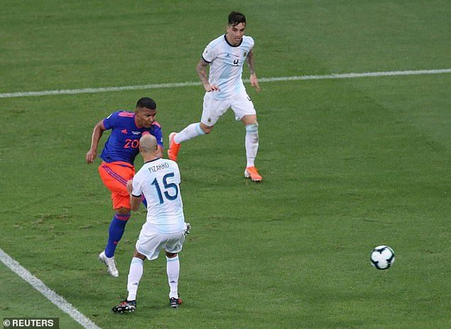 Argentina 0-2 Colombia: Nỗi thất vọng của Messi - 2