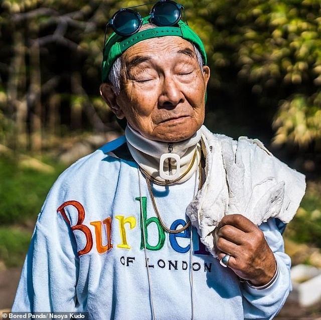 """Ông cụ 84 tuổi gây sốt trên mạng xã hội vì phong cách thời trang """"độc, lạ"""" - 9"""