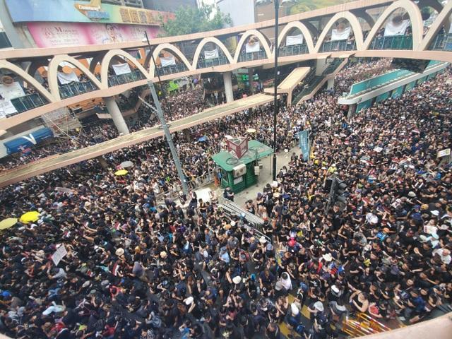 """""""Biển người"""" áo đen Hong Kong biểu tình dù dự luật dẫn độ đã bị hoãn - 6"""