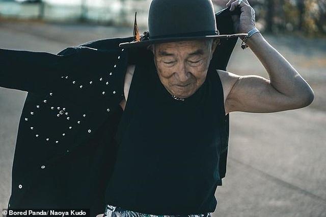 """Ông cụ 84 tuổi gây sốt trên mạng xã hội vì phong cách thời trang """"độc, lạ"""" - 8"""