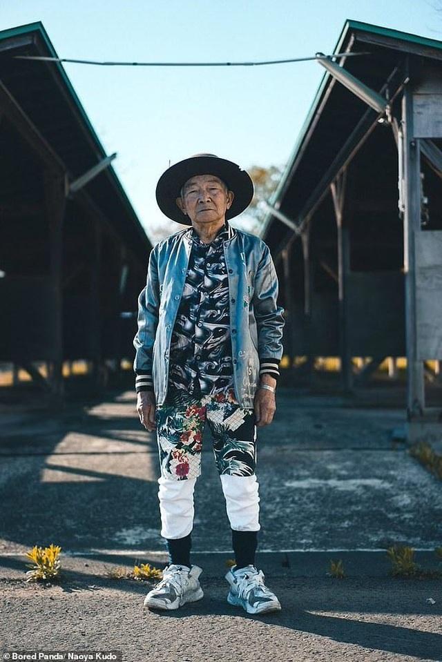 """Ông cụ 84 tuổi gây sốt trên mạng xã hội vì phong cách thời trang """"độc, lạ"""" - 2"""