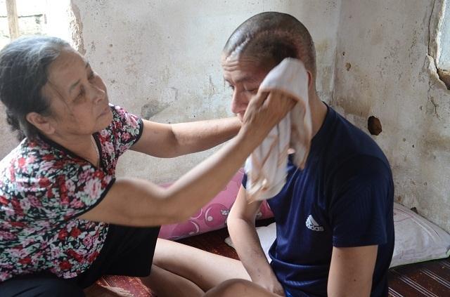 Chuyện lạ: Xót thương người mẹ nghèo đến bất lực không dám nhận 40 triệu đồng - 13