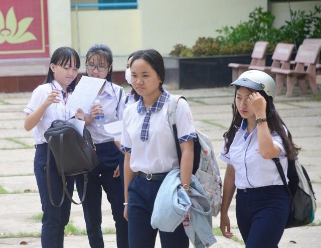 Tuyển sinh lớp 10 Sóc Trăng: Đề Toán khó - 1