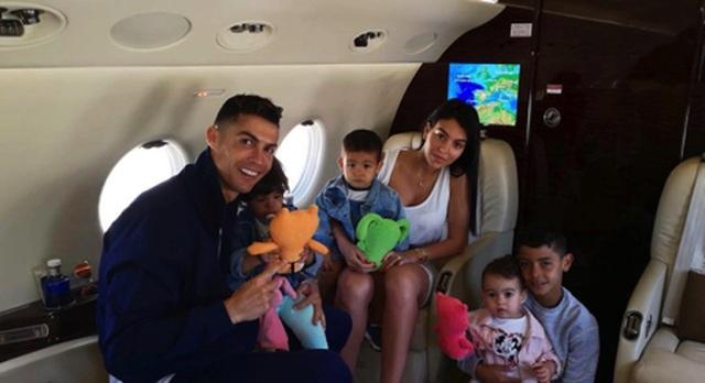 C.Ronaldo đi nghỉ cùng bạn gái, mặc kệ lùm xùm hiếp dâm - 1