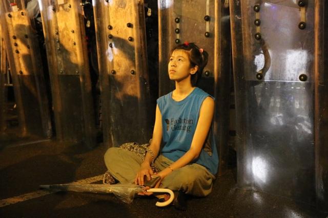 """""""Cô gái khiên chắn"""" - biểu tượng của phong trào biểu tình chống dự luật dẫn độ Hong Kong - Ảnh minh hoạ 4"""