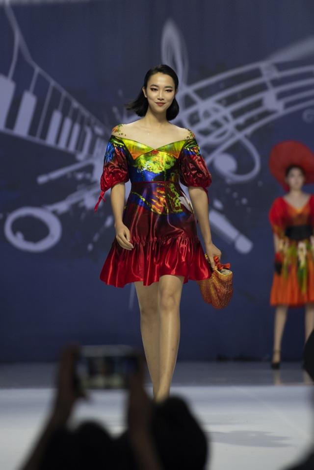 NTK Đỗ Trịnh Hoài Nam mở màn Giấc mơ hoa tại Asean Week 2019  - 2