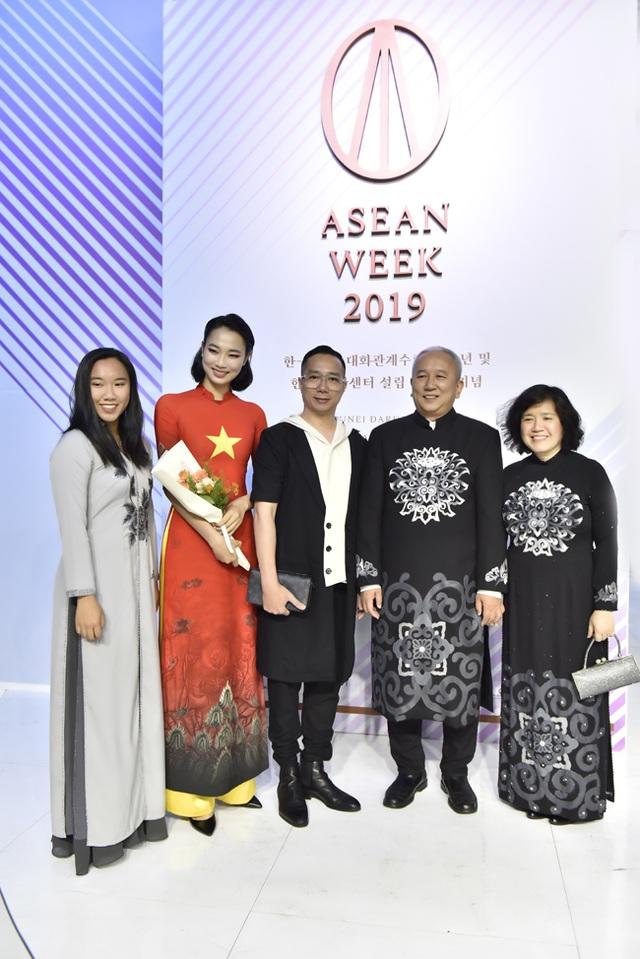 NTK Đỗ Trịnh Hoài Nam mở màn Giấc mơ hoa tại Asean Week 2019  - 9